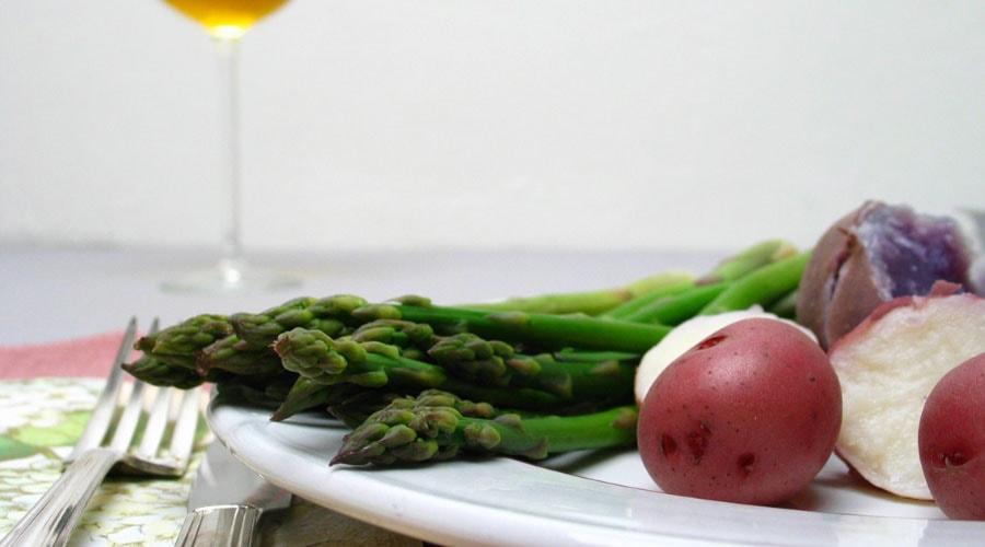 Trucos para cocinar espárragos frescos y que queden deliciosos